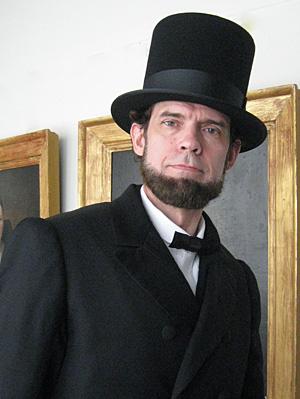Scott Sedar potrays President Abraham Lincoln
